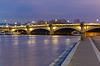 Pont de la Concorde in der Nacht in Paris, Frankreich | Stock Foto