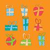 Sammlung von bunten Weihnachtsgeschenk-Boxen.