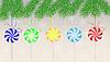 Векторный клипарт: Конфеты леденцы повесить на ветки елки