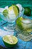 Koktajl alkoholowy z dodatkami wapna | Stock Foto