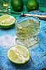 Alkoholfreier Cocktail mit Zusätzen von Kalk | Stock Foto
