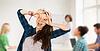 快乐的女学生在学校制作的脸 | 免版税照片