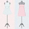 Verschiedene Vintage-Kleider auf Schaufensterpuppe