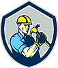 Векторный клипарт: Builder Карпентер Холдинг молот Щит Ретро