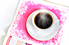 Filiżanka gorącej kawy i czasopisma | Stock Foto