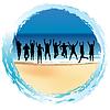 Gruppe glückliche Menschen springen am Meer