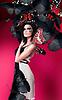 예술을 가진 여자는 드레스와 붉은 나비 메이크업 | Stock Foto