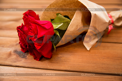 http://img4.cliparto.com/pic/xl/214142/5559125-red-roses-bunch-wrapped-into-paper.jpg