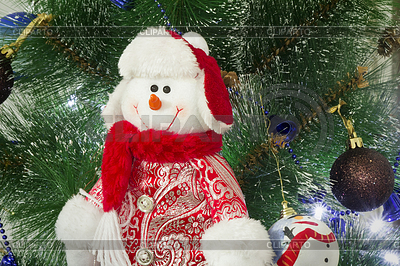 Amüsant Figur des Schneemann auf Weihnachten Tanne | Foto mit hoher Auflösung |ID 4502207