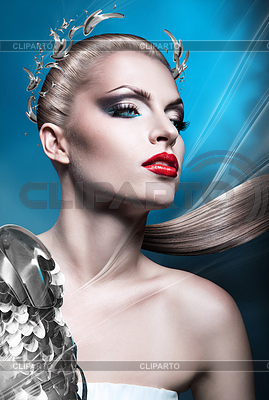 Blonde empress woman with red lips and laurel wreath | Foto stockowe wysokiej rozdzielczości |ID 4777577