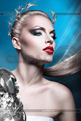 Blonde Kaiserin Frau mit roten Lippen und Lorbeerkranz | Foto mit hoher Auflösung |ID 4777577